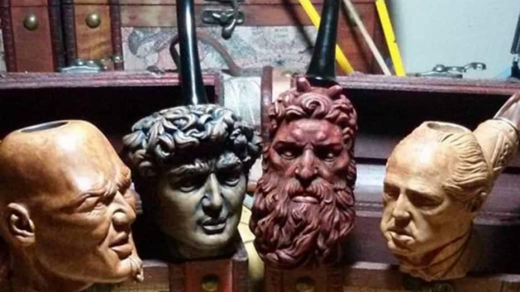 Pipas con esculturas.