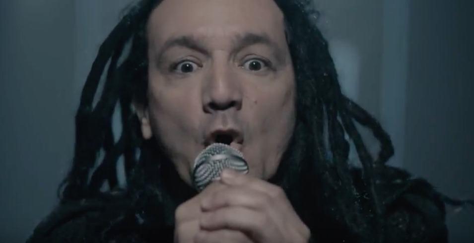 Dilson Díaz, vocalista de La Pestilencia, en video de 'Que buen ciudadano soy'. Pulzo.