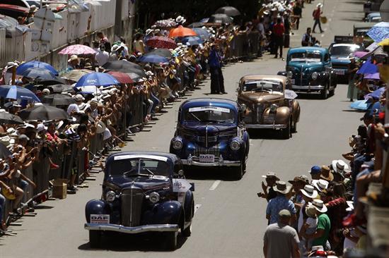 Desfile autos clásicos Feria de las flores 2017