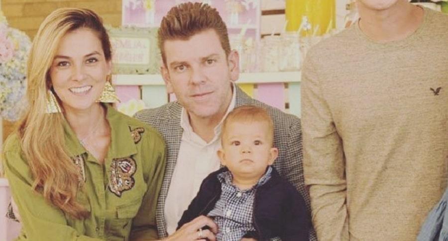 Catalina Gómez, presentadora de 'Día a día', junto a su esposo Juan Esteban Sampedro, gerente de Entretenimiento de Caracol, y su hijo Cristóbal.