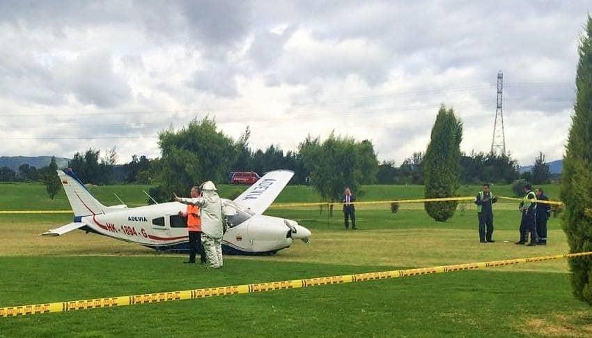 Avión que aterrizó en campode golf