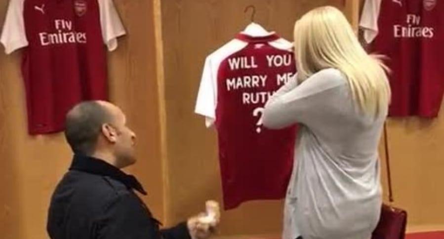 Propuesta de matrimonio en el Emirates Stadium