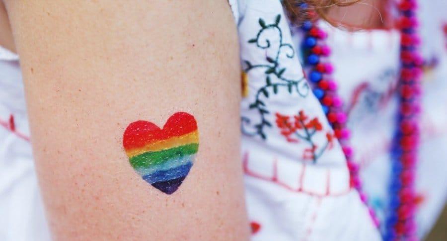 Tatuaje de bandera LGBTI.