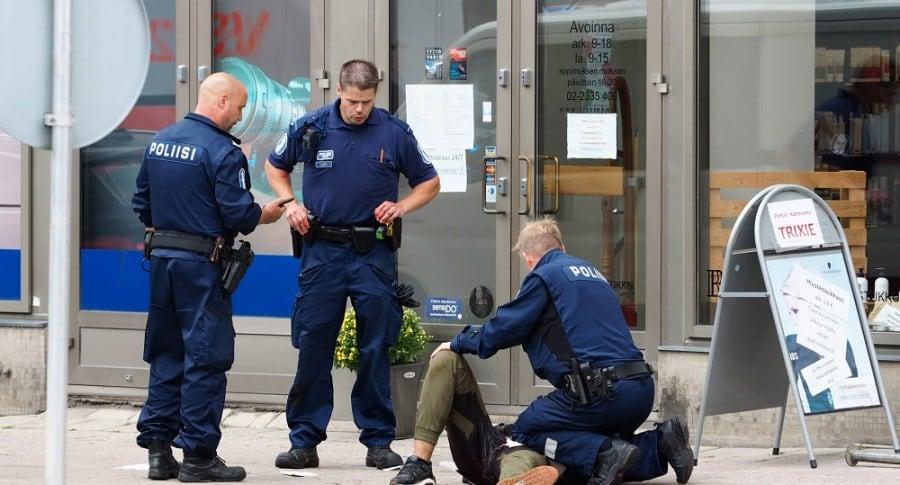 Policías atienden emergencia en Finlandia