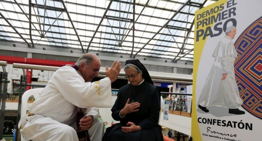 'Confesatón' en centro comercial de Bogotá