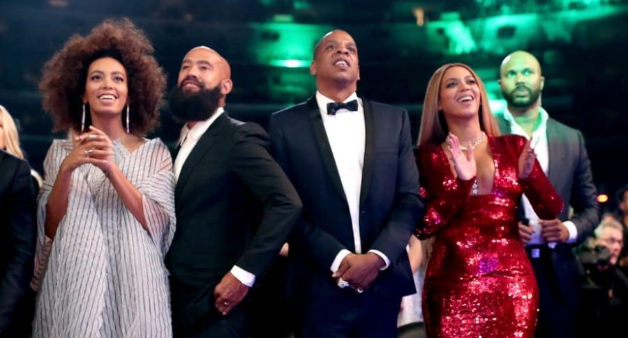 Solange Knowles, Jay Z y  Beyoncé durante los Premios Grammy 2017.