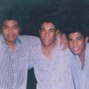 Kaleth Morales (Q.E.P.D.) junto a sus hermanos Kanner y Keyner, cantantes.