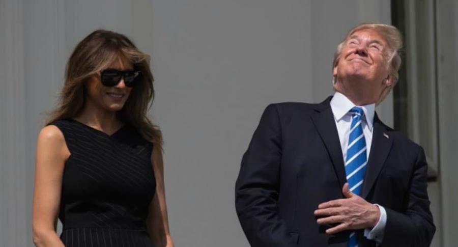 Trump vio eclipse sin gafas.
