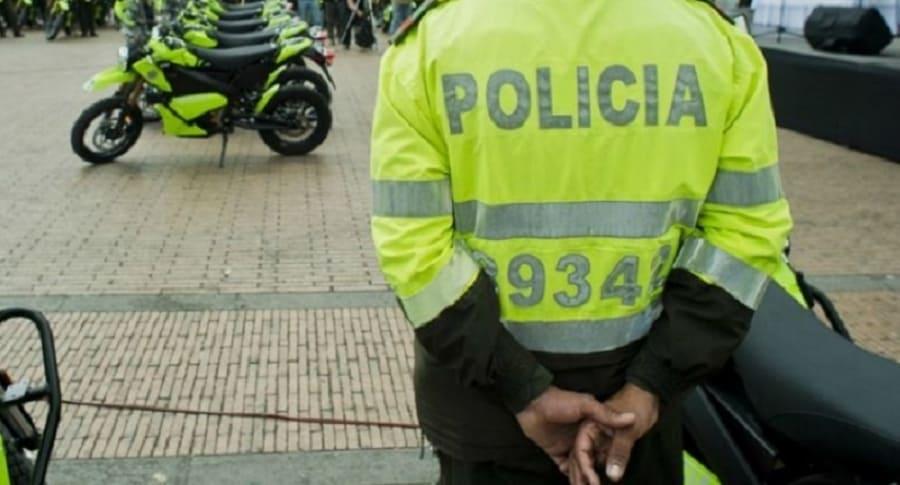 Policía maltrata a un anciano