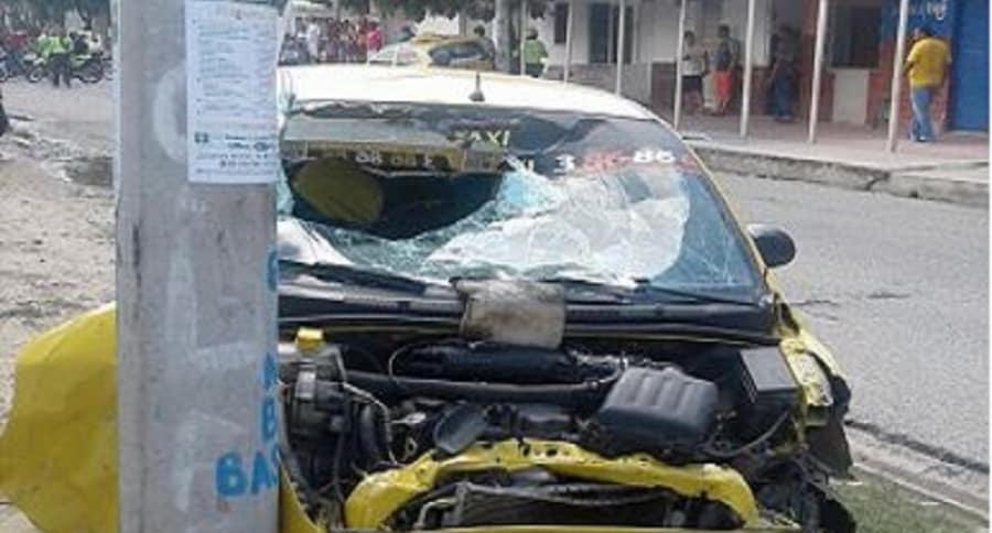 Taxista arrolla a presuntos atracadores