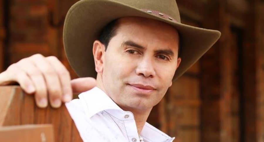 Jhonny Rivera en concierto de Farc