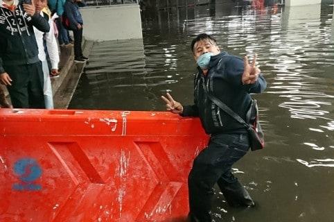 Vallas plásticas contra inundaciones en México