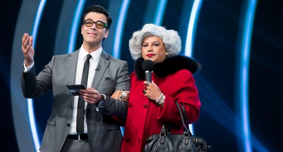 Humberto 'el Gato' Rodríguez, presentador de 'Sábados felices', y 'Barbarita'.