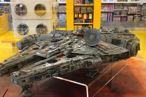 Lego más grande del mundo Halcón Milenario Star Wars