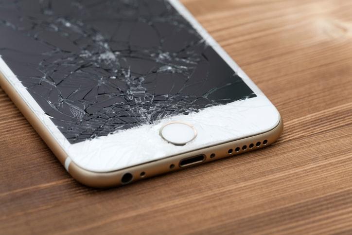 iPhone con pantalla rota