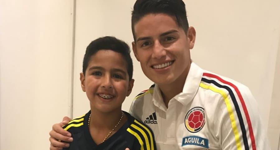 Martín Elías Jr. y el futbolista James Rodríguez.