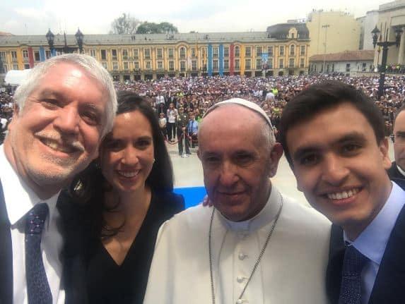 Selfie de Peñalosa con el papa