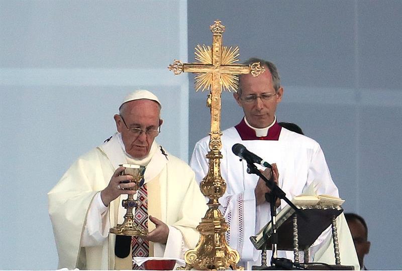 Papa Francisco oficia misa en Bogotá. Pulzo.