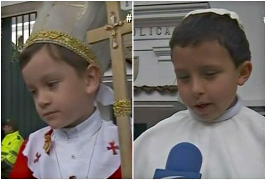 Niños disfrazados de papa.