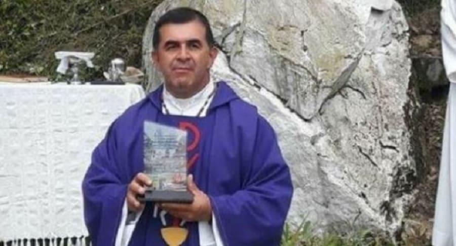 Atracan sacerdote en Transmilenio