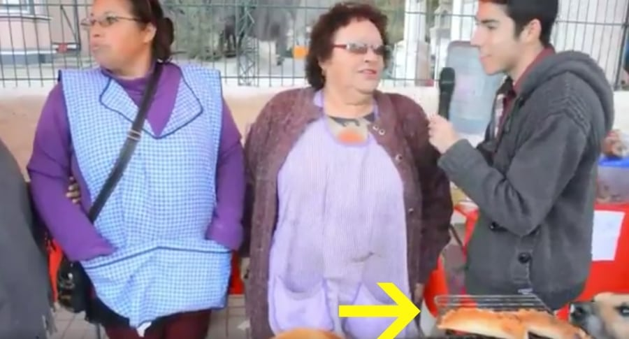 Perro que se robó una empanada en Andacollo, Chile. Pulzo.