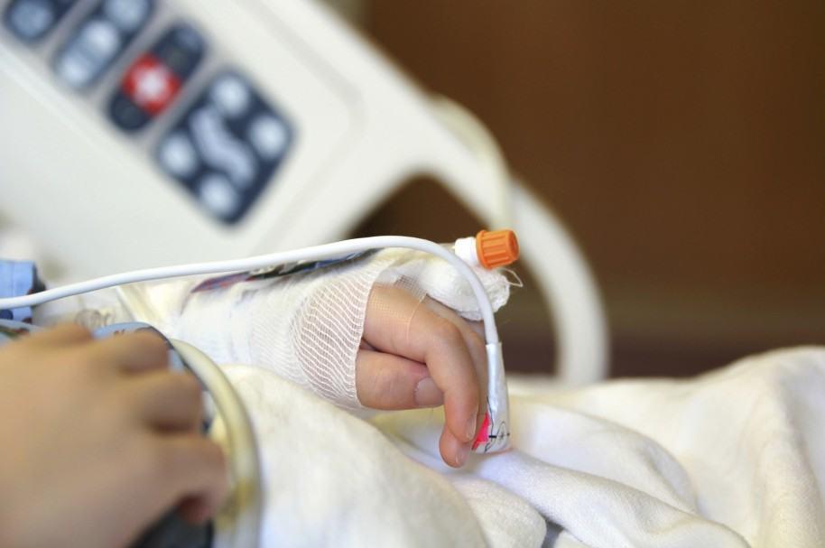 Niño hospitalizado.