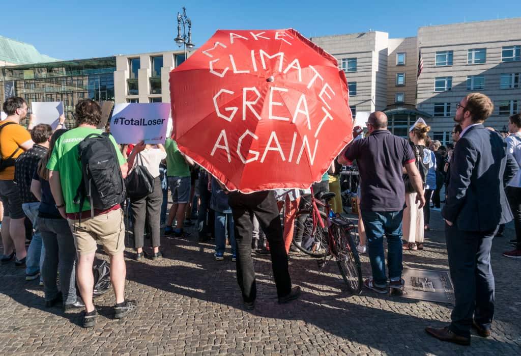 Manifestación contra el retiro de Estados Unidos del Acuerdo climático de París