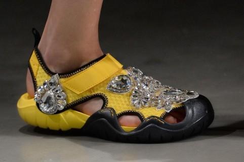 zapatos de separación baratas para la venta venta profesional Reciente pasarela de diseñador Christopher Kane incluyó ...
