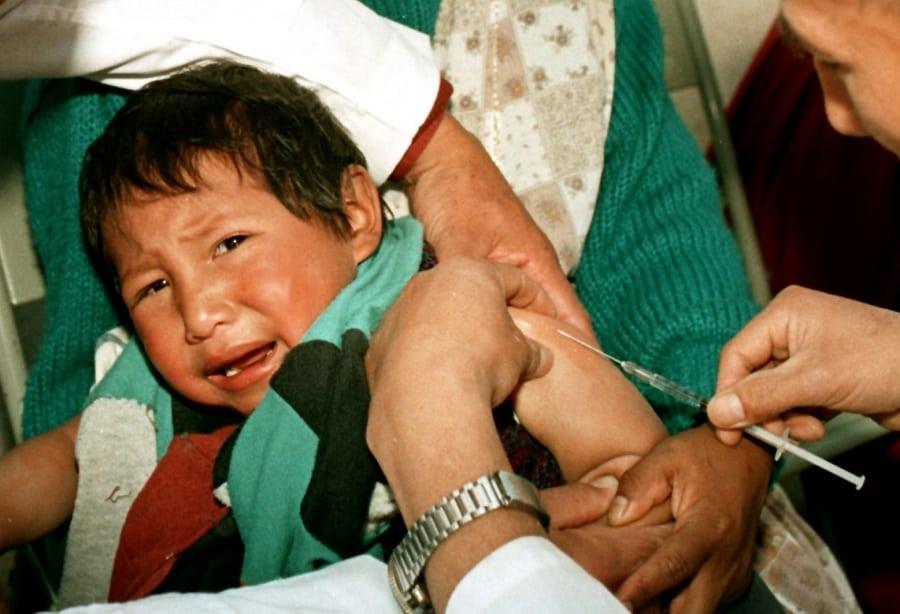 Vacuna a niño