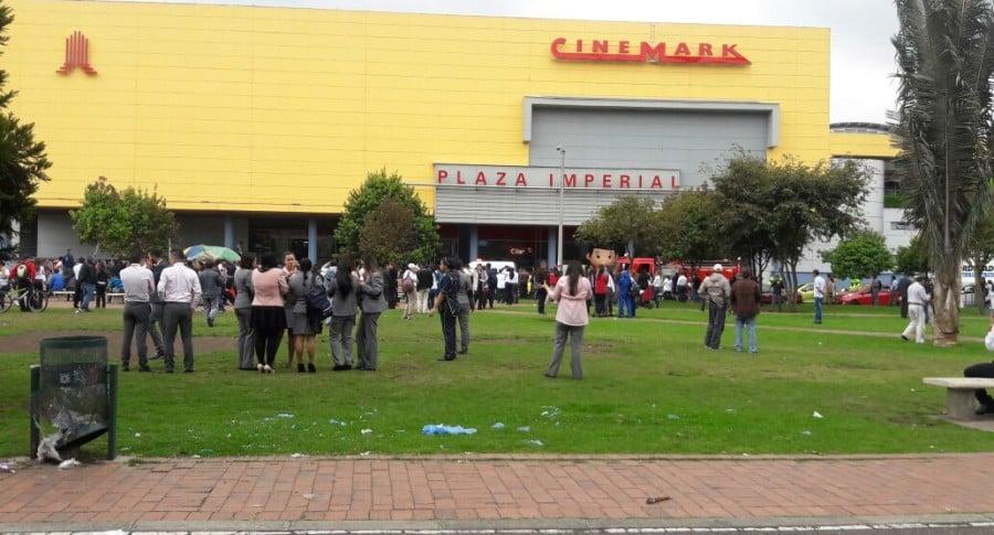 Evacuación en centro comercial Plaza Imperial