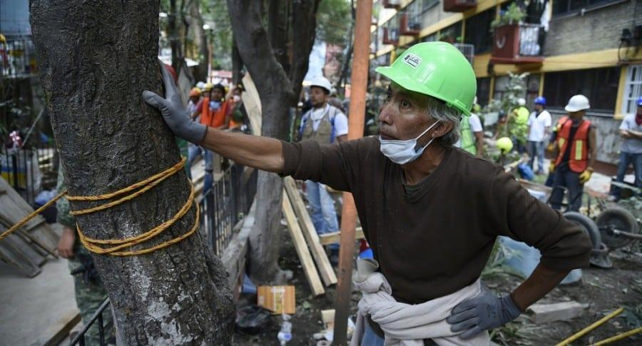 Brigadas de rescate y de voluntarios en Ciudad de México.