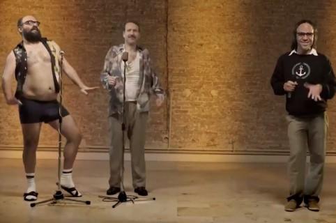 Promoción de temporada 3 de Narcos con insultos colombianos