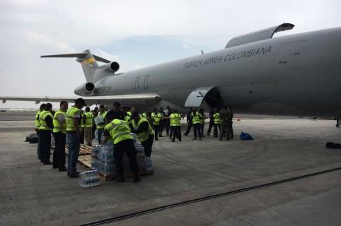 Avión de la Fuerza Aérea con ayuda para México