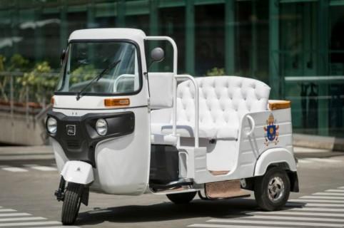 Motocarro del papa en Medellín.