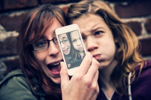 Jóvenes se toman una selfi