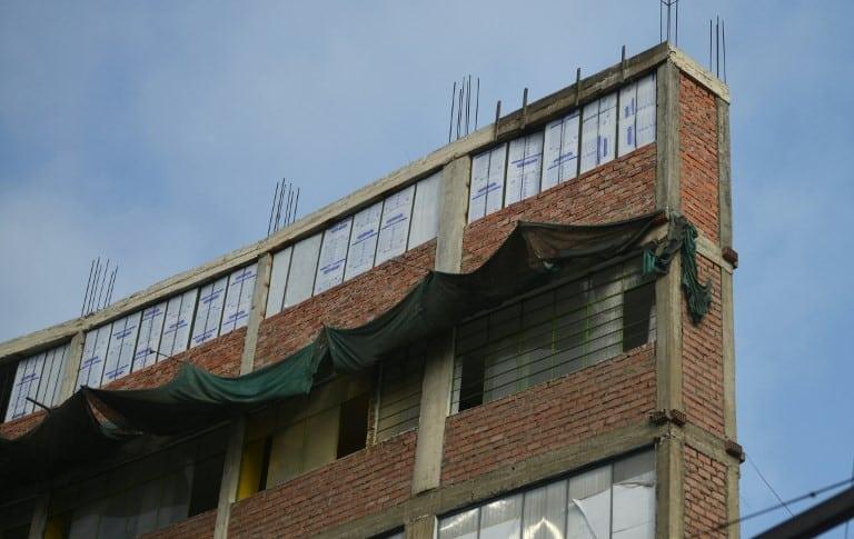Edificio riesgoso en Lima