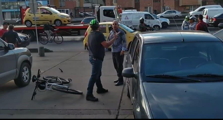 Pelea taxista con ciclista