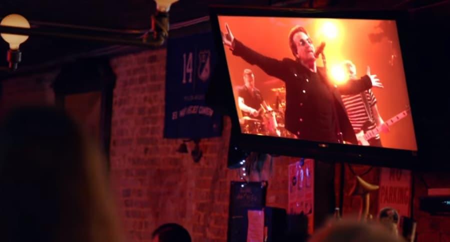Bandera de Millonarios en video de U2