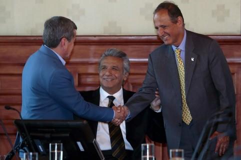 Alias 'Pablo Beltrán' (de espaldas) y Juan Camilo Restrepo.