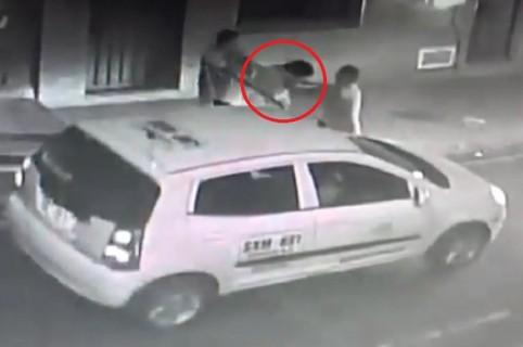 La agresión quedó grabada en un video