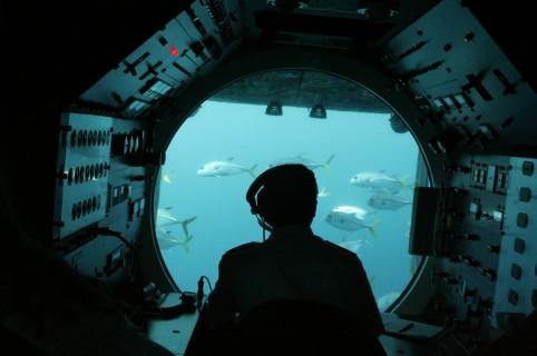 Hombre en submarino