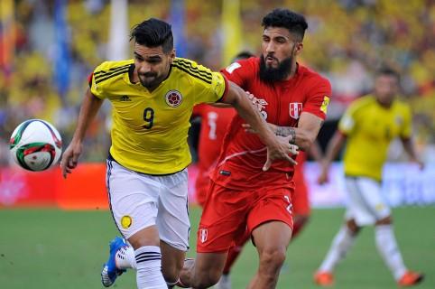 Colombia v Peru