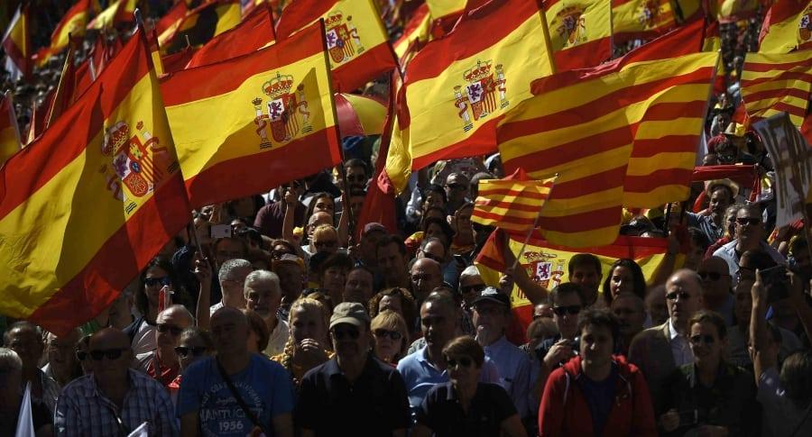 Protestantes en Barcelona contra la independencia de Cataluña