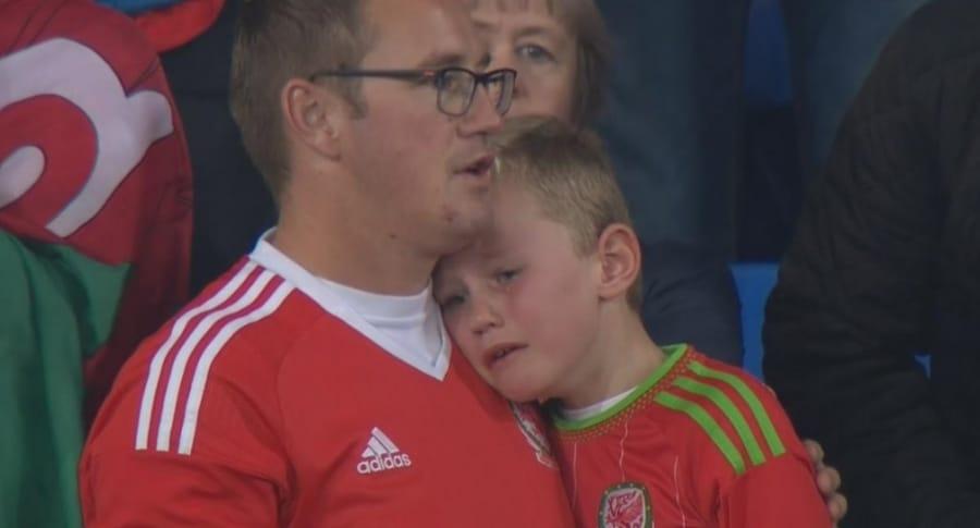 Niño hincha de Gales