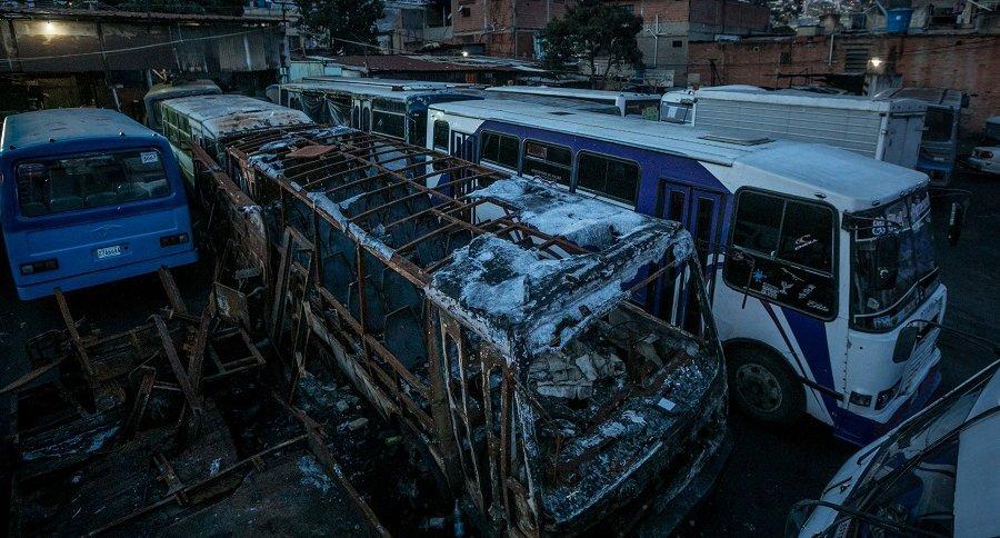Cementerio de buses en Caracas
