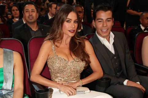 La actriz Sofía Vergara y su hijo Manolo González.