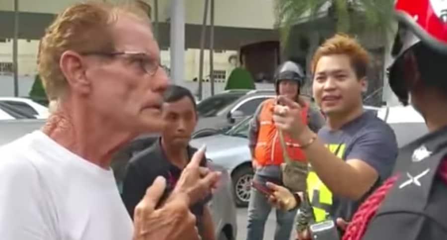 Discusión entre hombres en Tailandia.