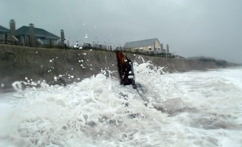 Aguas movidas por huracán Ofelia