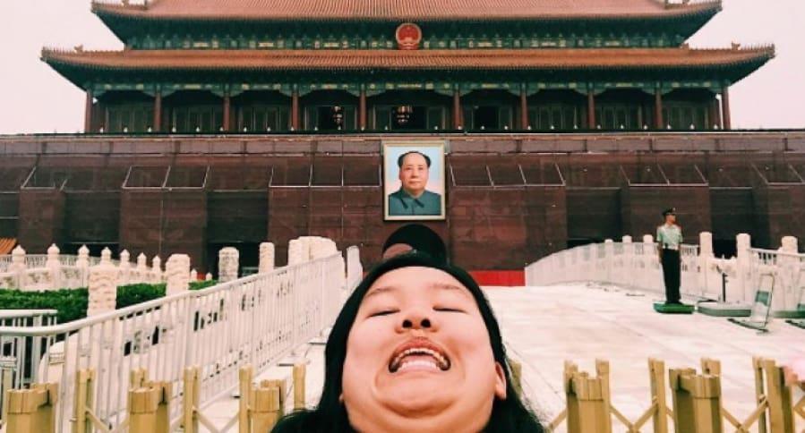 Michelle Liu, joven que se toma fotos con papada. Pulzo.