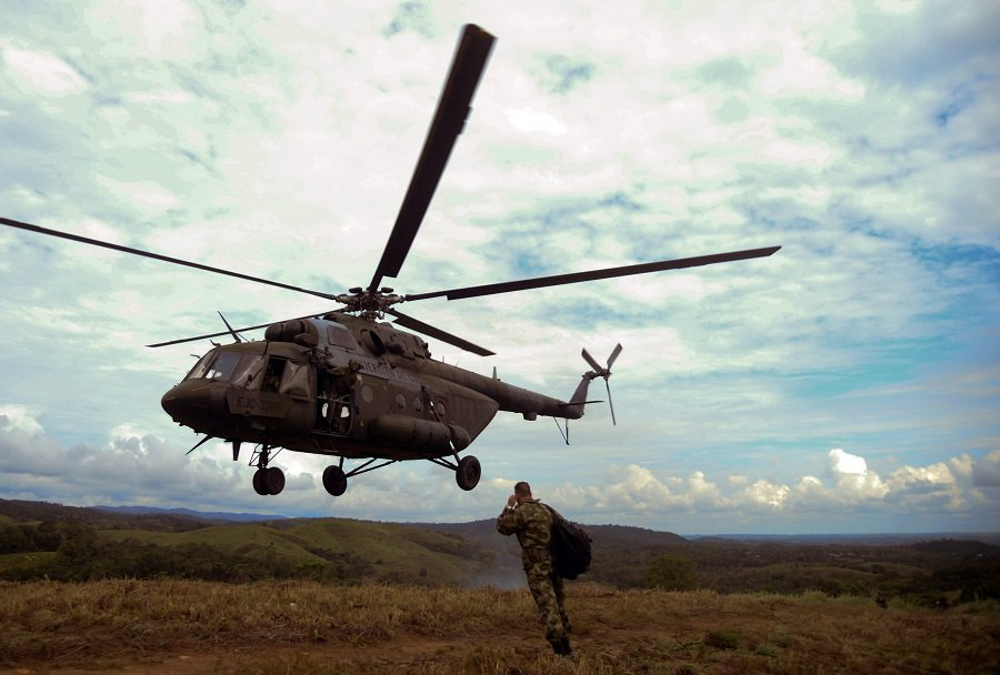 Helicóptero militar colombinao